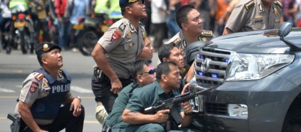 esplosioni a jakarta, almeno sette vittime