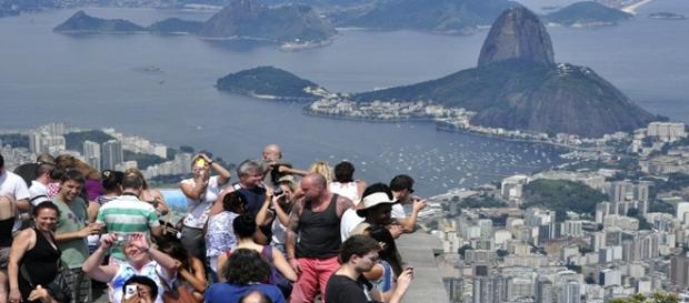 Turistas visitam o Rio de Janeiro