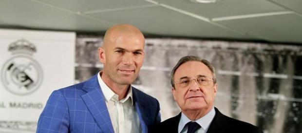 Zidane y Florentino Pérez posan para los medios