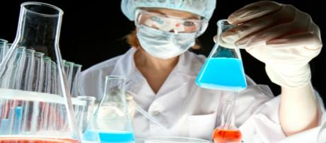 Fotografia di un esame chimico in laboratorio