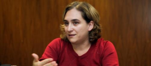 Ada Colau carga contra el PSOE por sus acuerdos