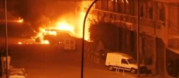 Esplosione autobomba davanti l'hotel Splendid.
