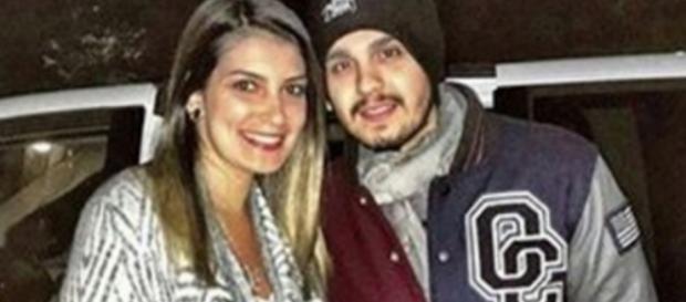 Luan Santana está com a namorada em Orlando