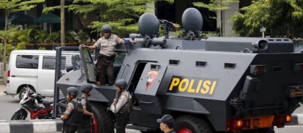 Polícia a intervir nos atentados