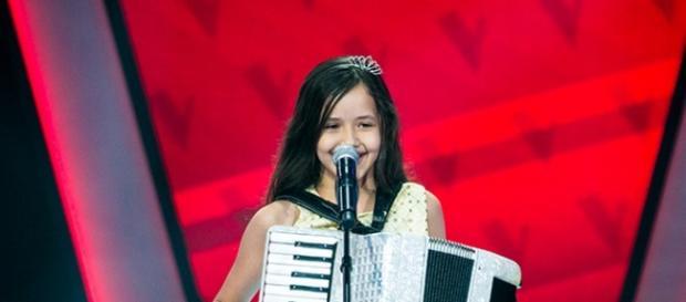Laís Amaro no palco do The Voice Kids