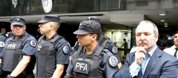 Macri volvió a echarlo; ámbito privado saca empleo