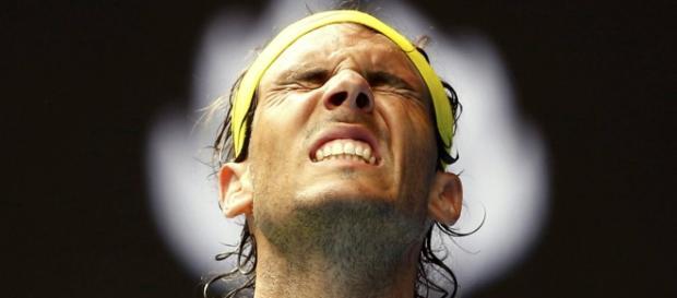 Rafa Nadal sufriendo por su derrota.