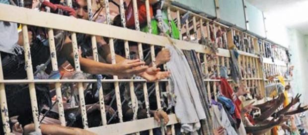 Evangélicos viraram facção nos presídios do Brasil
