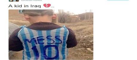 Garoto vestindo uma camisa improvisada de Messi