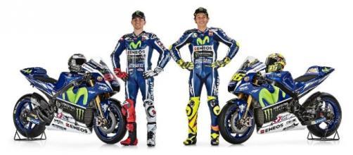 Así posaron los dos pilotos con su nueva moto