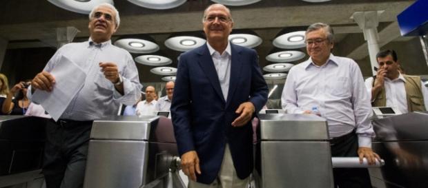 Falta de moedas obriga metrô a reduzir tarifa