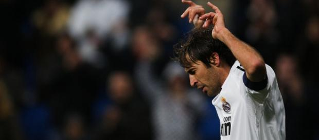 Raúl celebra un gol como jugador del Real Madrid