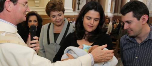 Dilma no batizado de Gabriel, com Paula e Rafael
