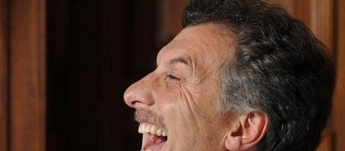 Macri riendose...de la democracia