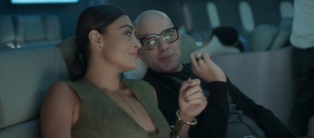 Carolina e amigo gay - imagem: Globo