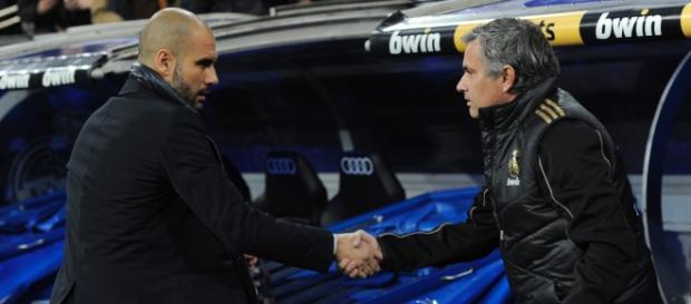 José Mourinho com Guardiola durante um clássico