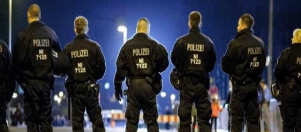 Poliziotti francesi in divisa.