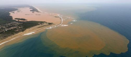 Desembocadura de rio Doce desde el aire.