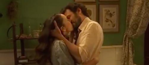 Il Segreto, il bacio di Aurora e Conrado