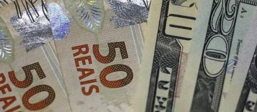 Moeda americana chegou a ser cotada a R$4,10