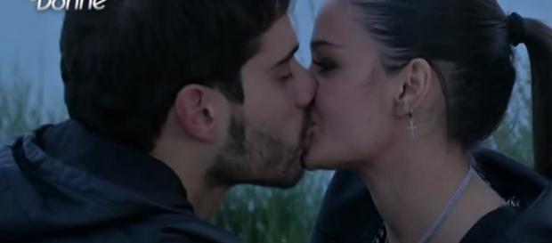 Bacio tra Amedeo Barbato e Sophia Galazzo