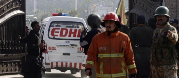 Chegada dos bombeiros para ajudar as vítimas