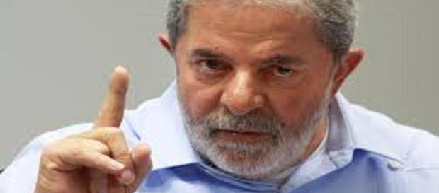 Lula concede entrevista a blogueiros