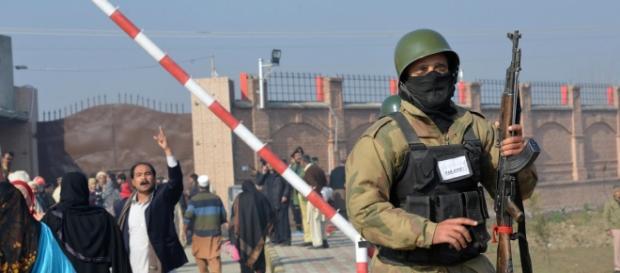 Soldados del ejército paquistaní participar