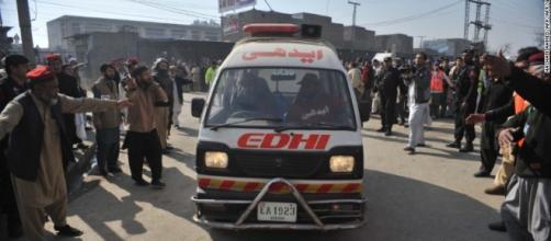 Ambulancia en la universidad Bachar Khan.