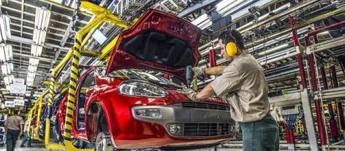 Fiat convoca féria coletivas para funcionários.