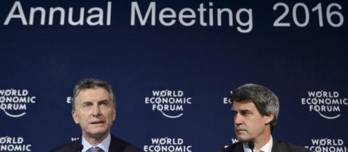 Macri en una conferencia de prensa en Davos