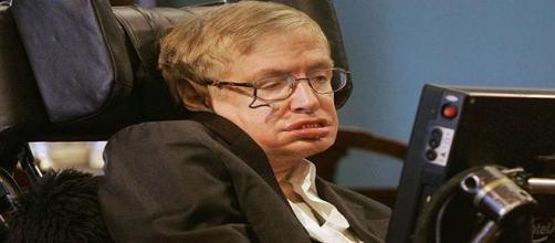 Hawking avvisa: Terra in pericolo
