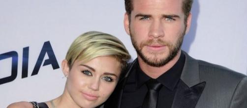 Miley Cyrus e Liam Hermsworth estão noivos