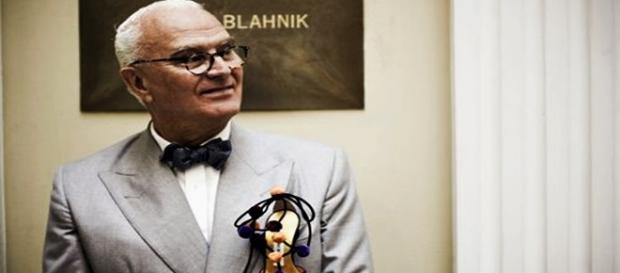 El gran diseñador de zapatos Manolo Blahnik.