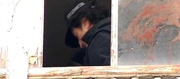 Polícia encontrou vestígios de sangue na janela