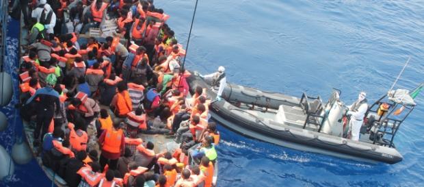 Refugiados tentando travessia para as ilhas gregas