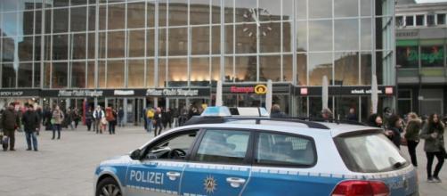 La polizia tedesca in strada a Colonia