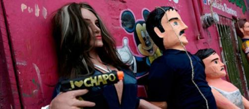 Piñatas con las figuras de Kate y Chapo