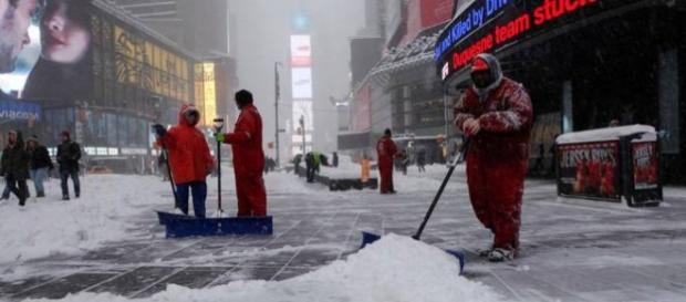 Suggestiva Time Square sommersa dalla neve