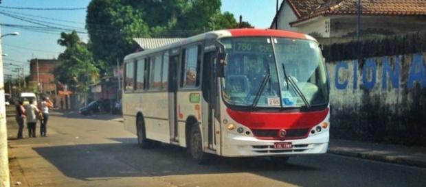 Um dos veículos da empresa, na linha 750.