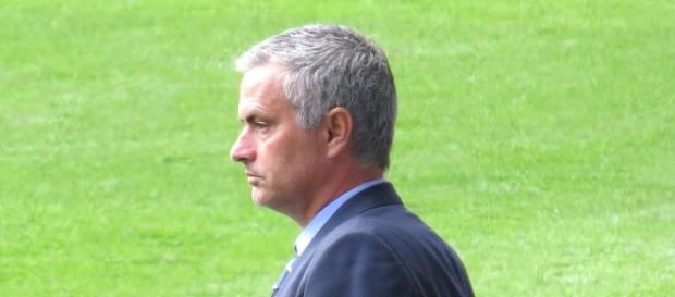 José Mourinho dirigiendo al Chelsea