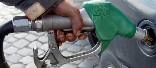 Legenda prețului mare la carburanți