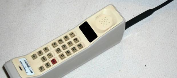 Telefono antiguo cuya bateria duraba 15 dias
