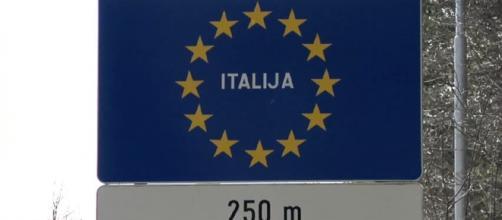 Cartello sloveno alla frontiera italiana.