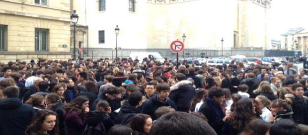Ameaças de bombas em Paris evacuam escolas