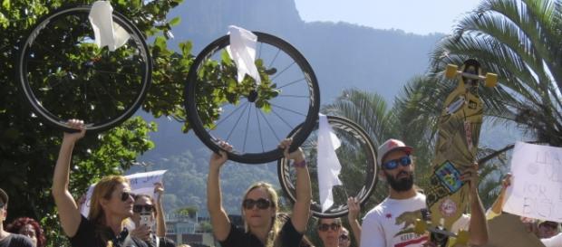 Protesto em busca de segurança aos ciclistas
