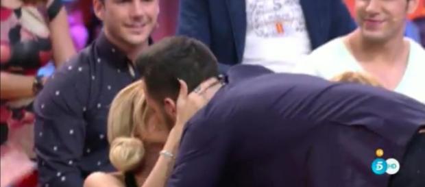 Ylenia y Suso se besan en el Debate de GH VIP