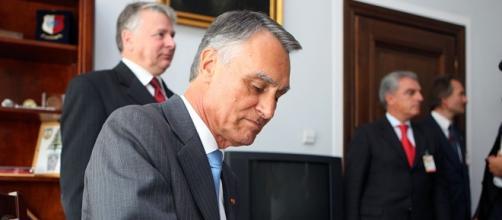 Cavaco Silva veta adopção por casais homossexuais