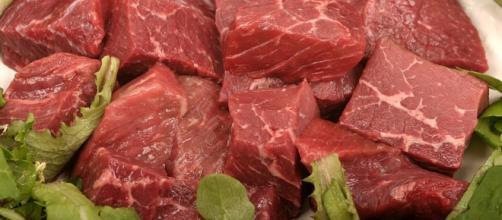 Consumare carni rosse non causa il cancro