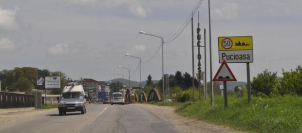 Intrarea în oraşul Pucioasa, zona lac de acumulare